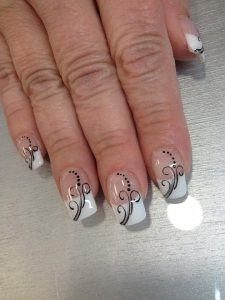 Extension, french et nail art par Vicentia Ongles, prothésiste ongulaire proche de Montauban
